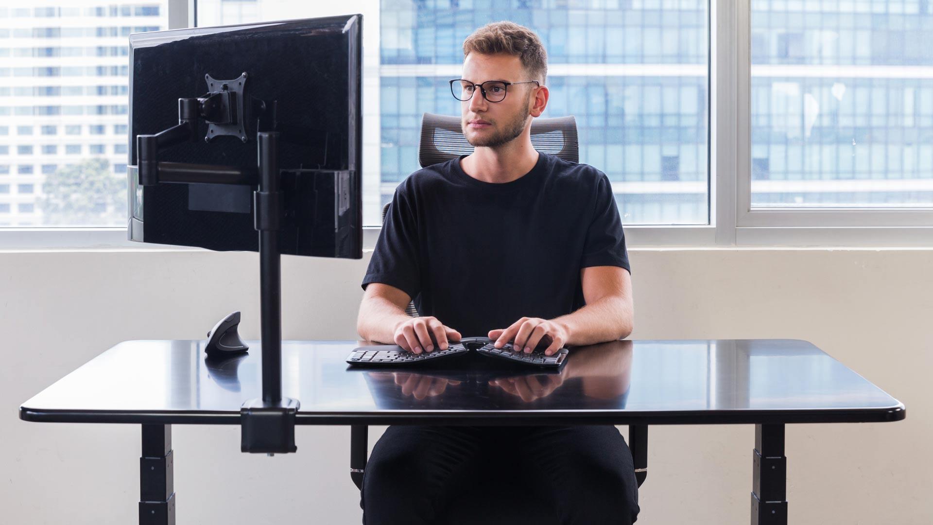 Standing desk with dua ergonomics