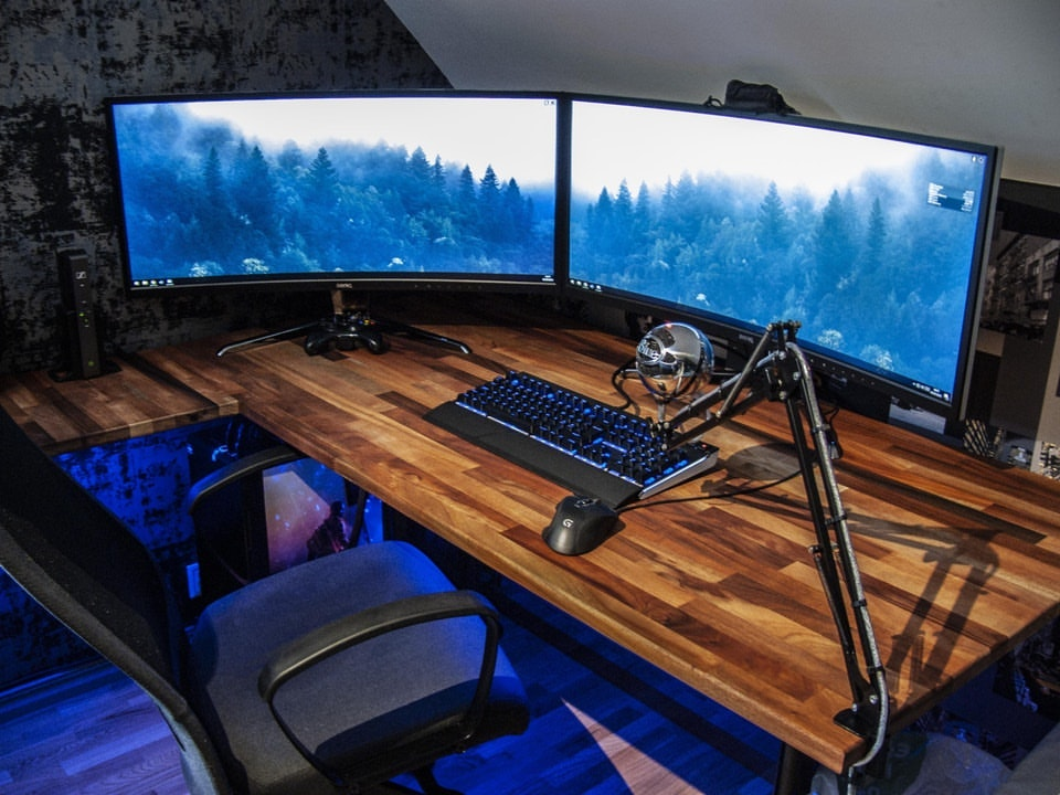 Do It Yourself Home Design: How To Setup A Perfect Gaming Desk