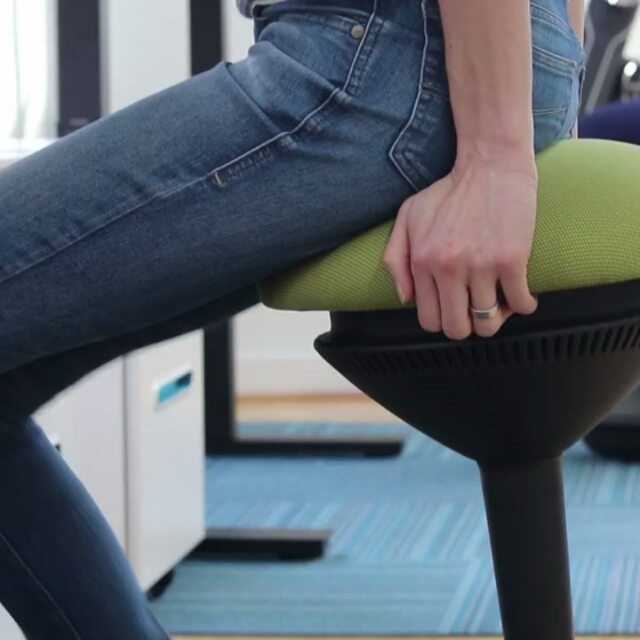 Choose an Office Chair Without Arms - Standingdesktopper.com