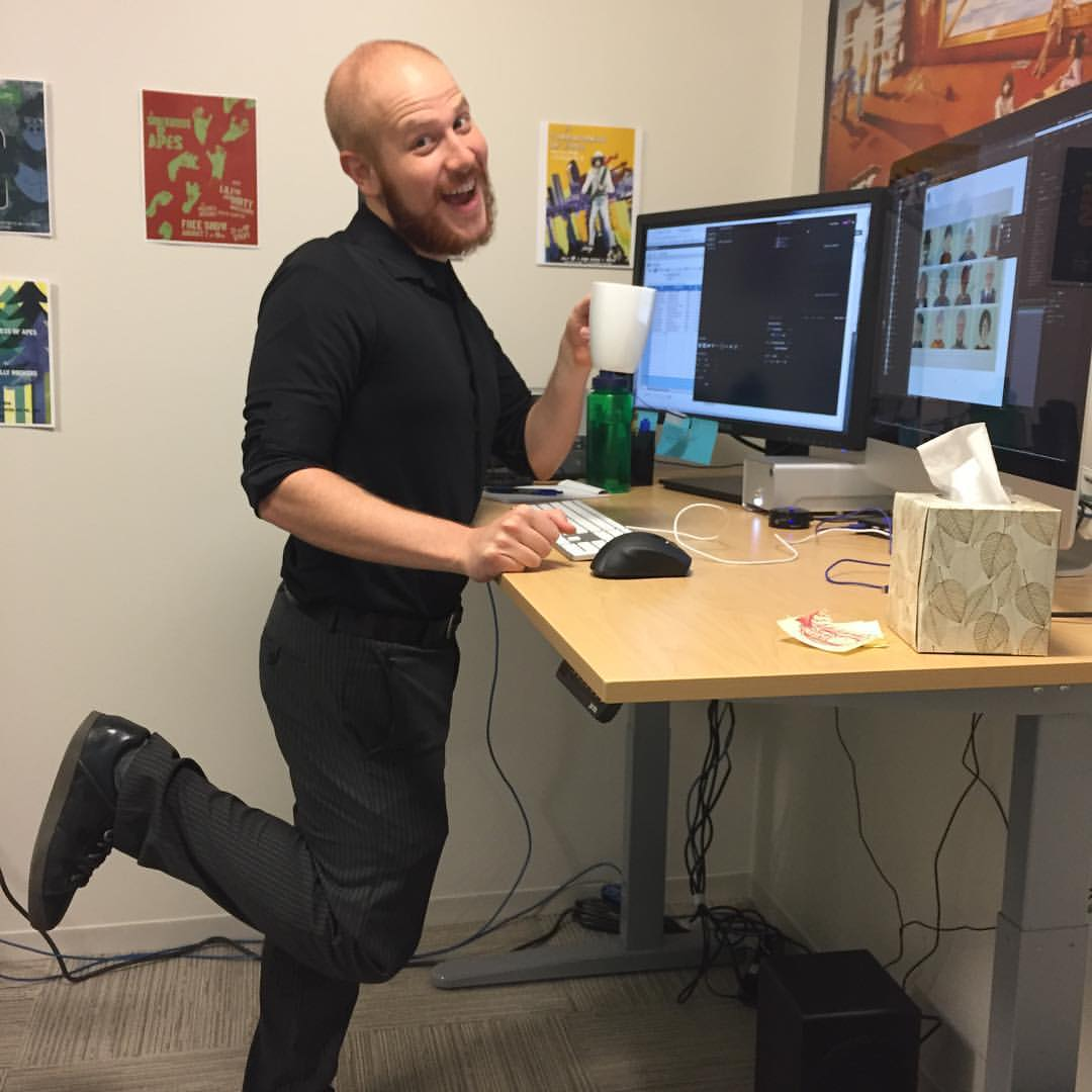 The motorized adjustable standing desk