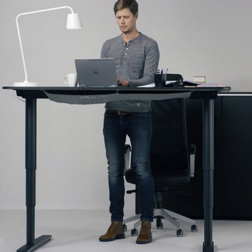 How Standing Desks Can be of Huge Advantage to Students