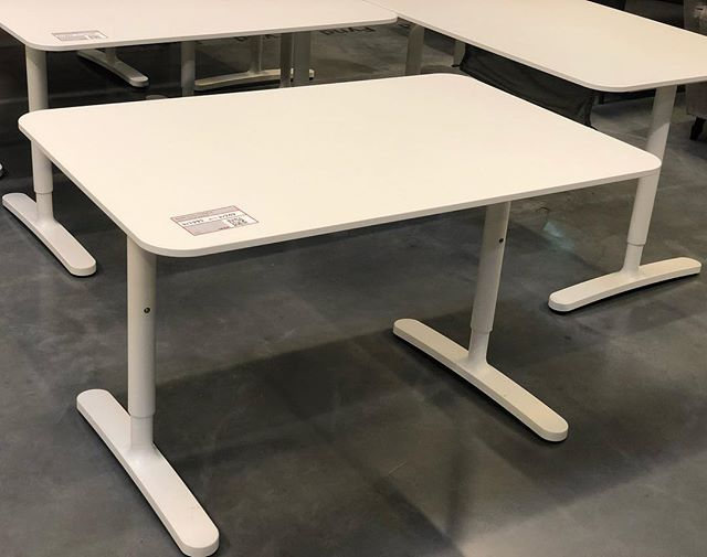 White top table IKEA bekant standing desk